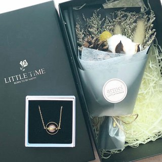 Sincerity gift [flower gift box set] gold. Planet Series + Dry Bouquet Not Mini