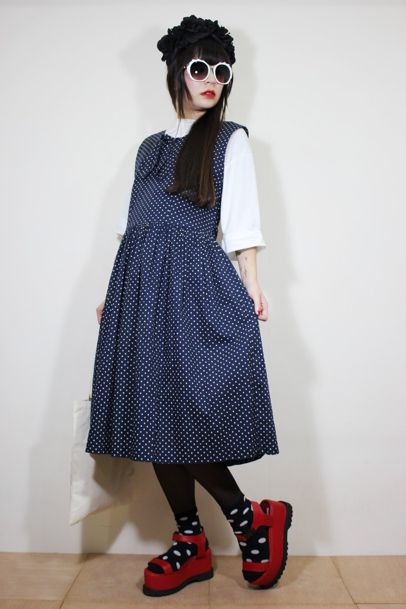 F2146 [Nippon in standard] (Vintage) dark blue background little white cotton sleeveless vintage dress