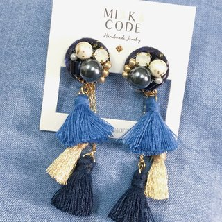 Blue plaid fabric pearl fringed Japanese earrings / ear clip
