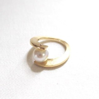 South Sea pearls of combined arms ring (gold color)