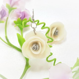 Large white flower earrings ear pin