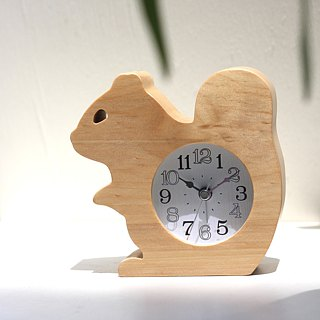Squirrel log clock