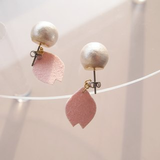 Sakura petal swinging piercing (order made)