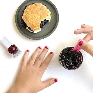 British [Miss Nella] children's water-based tear-proof safety nail polish - sparkling Berry Violet (MN08)