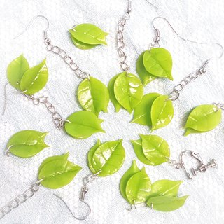 Swaying small green earrings / ear hook / ear clip