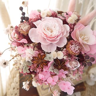 Sweet. Conventional pink. Birthday dry flower gift