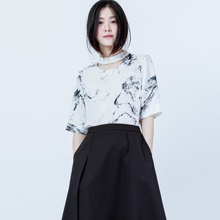 鎖骨剪接印花上衣 HIGH NECK CUTTING PRINT TOP