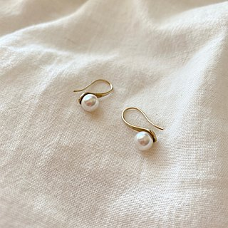 Bela princess- Pearl brass earrings