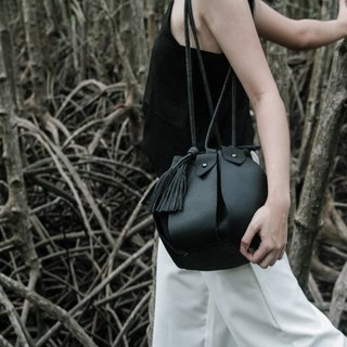 black - Fateh the drawstring bucket bag