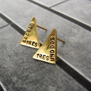 Triangle earrings / brass