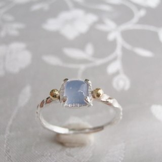 Grain and a ring of sea blue chalcedony of gold