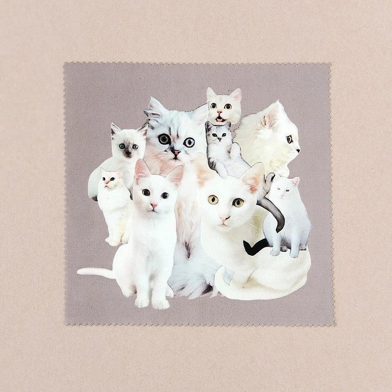 [Cats_collage] 白貓拼貼/可可・・・擦眼鏡