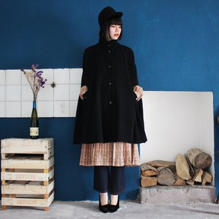Made in Bulgaria (Vintage European vintage) Italy brought back black wool cloak coat