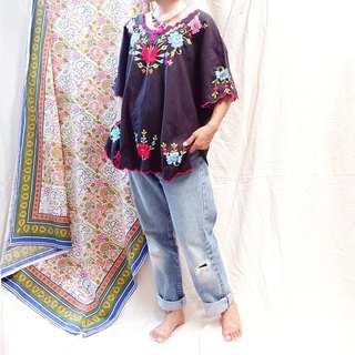 *BajuTua/ Vintage/70's Mexican Flower Embroidered Top