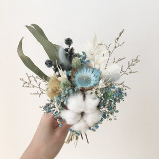 a touch of dry blue bouquet
