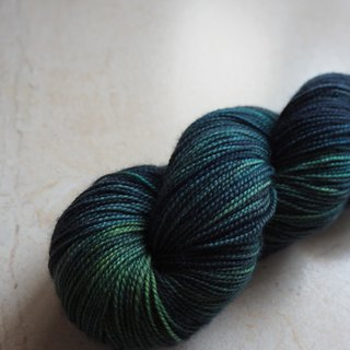 Hand dyed the line. Night Forest (Sock yarn)