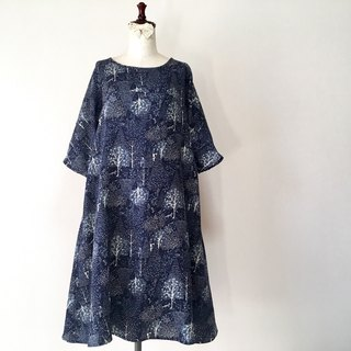 Embroidered style Winter forest Flare One piece Scandinavian trees and animals Five-minute sleeve dark navy