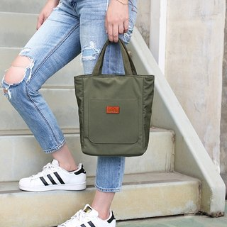 LAPELI │ sports and leisure bag army green