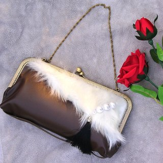 With chain ☆ Fur and Pearl clutch bag brown