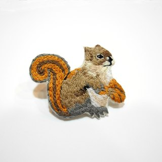 Department of forest embroidery squirrel brooch pin