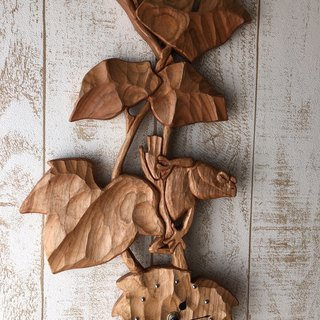 Maufe of frog wall clock