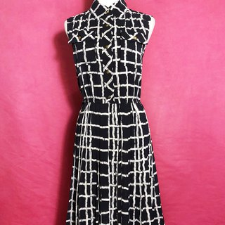 Black and white totem pocket sleeveless vintage dress / abroad brought back VINTAGE