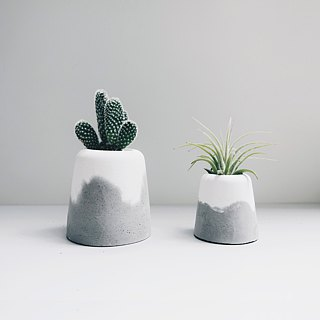 SNOW VOLCAN Grey & White concrete planter / pot (L)