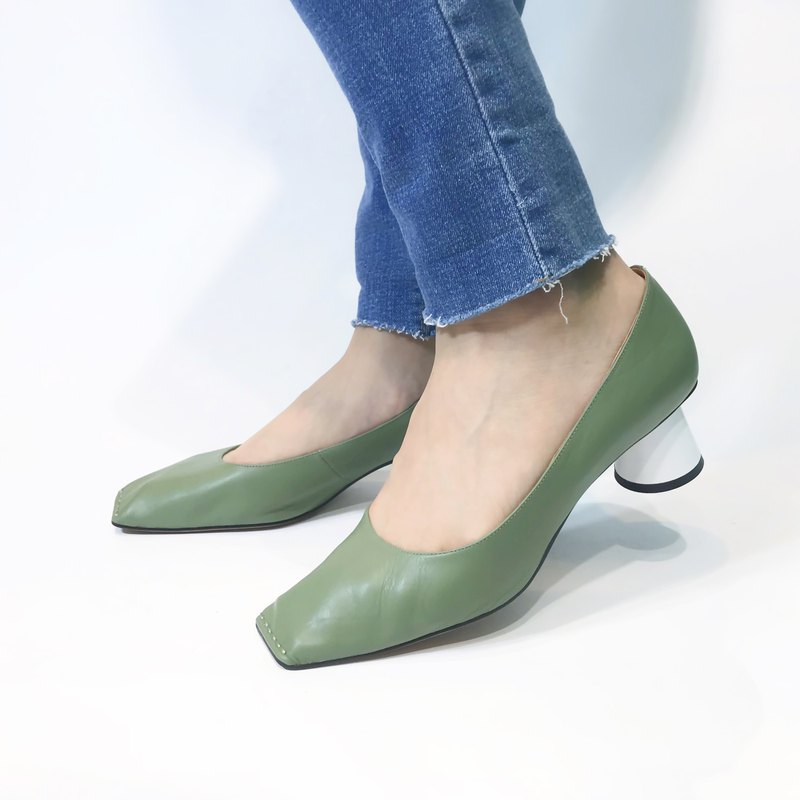 Conical leather low heel shoes ||Dali olive green on the beach|| #8140