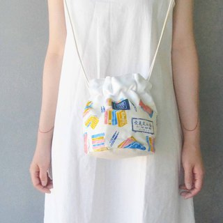 Side bucket bag _ white gold bookstore