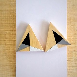 Triangle wood earrings No.25