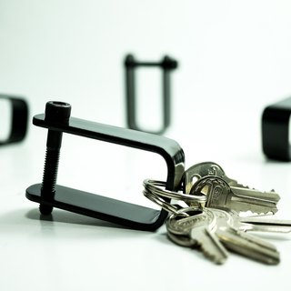 Handmade bending dazzling black simple style key holder graduation gift