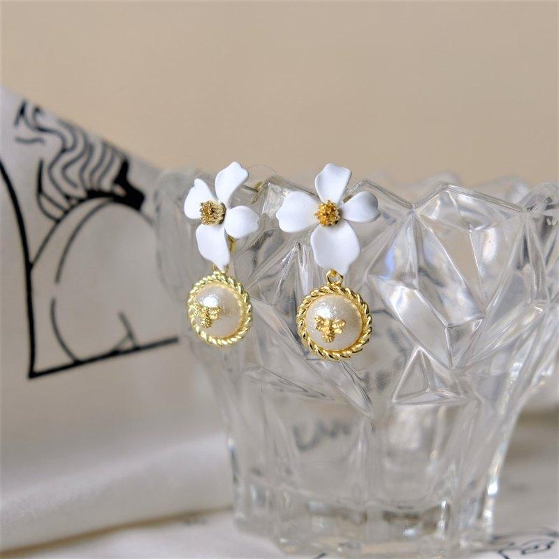 ALYSSA & JAMES  古典感 白花小蜜蜂 棉花珠 耳環