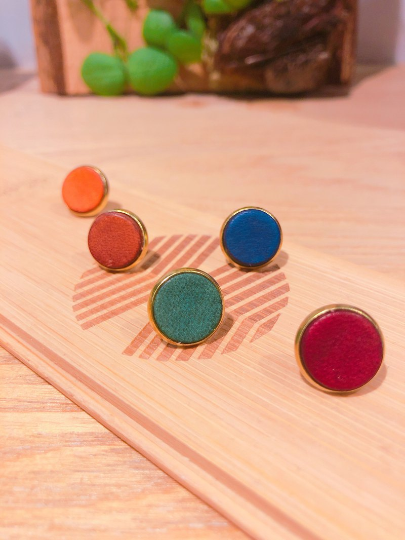 Hand dyed leather brass earrings