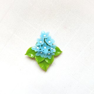 Romantic blue flower modeling magnet