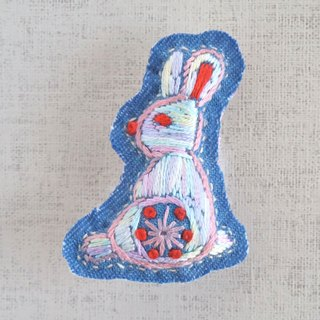 "the oriental zodiac  brooch with hand embroidery ""rabbit"" [order-receiving production]"
