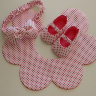 Pink flowers gift little births bibs + baby shoes + headband