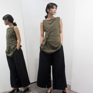Green pleated short vest
