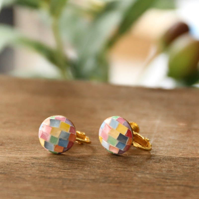 Japanese handmade accessories - Nostalgia color brick ear clip