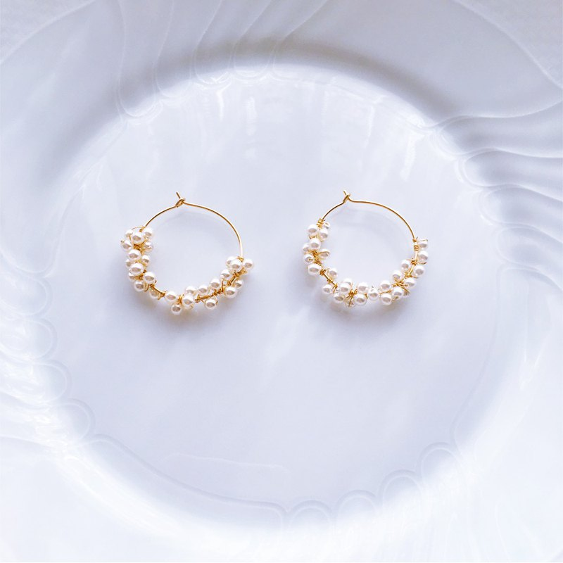 :Eggs of Dream: tsubu-tsubu czech glass 14kgf Hoop Earrings