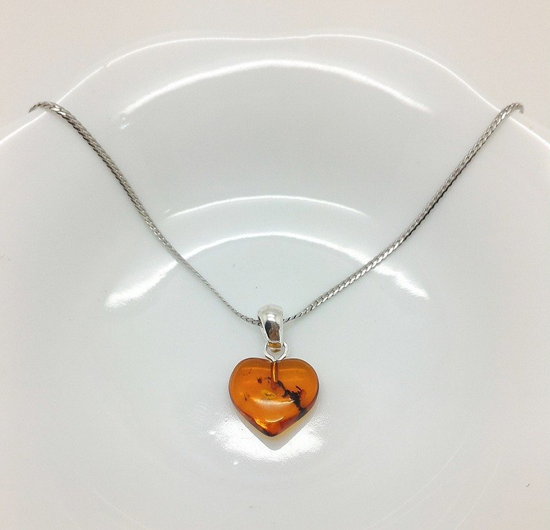 【JTBREW】Congac Amber Heart Shape Necklace