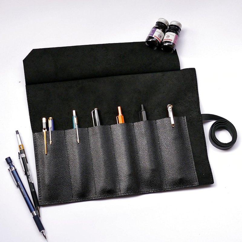 黑色壓紋皮革筆捲 。免費烙字。