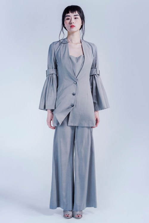 Light gray pleated sleeve suit jacket