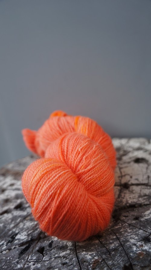 Hand-dyed lace line. Kapok (BFL)