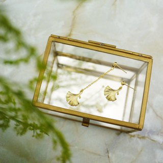 Asymmetric classic small ginkgo earrings
