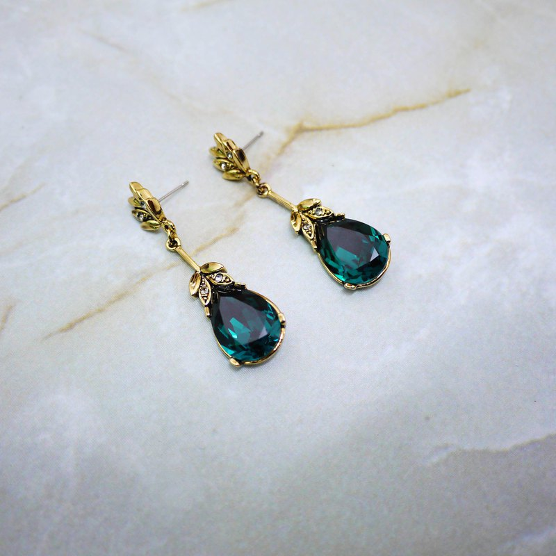 Elegant waltz vintage earrings (gems ​​green)