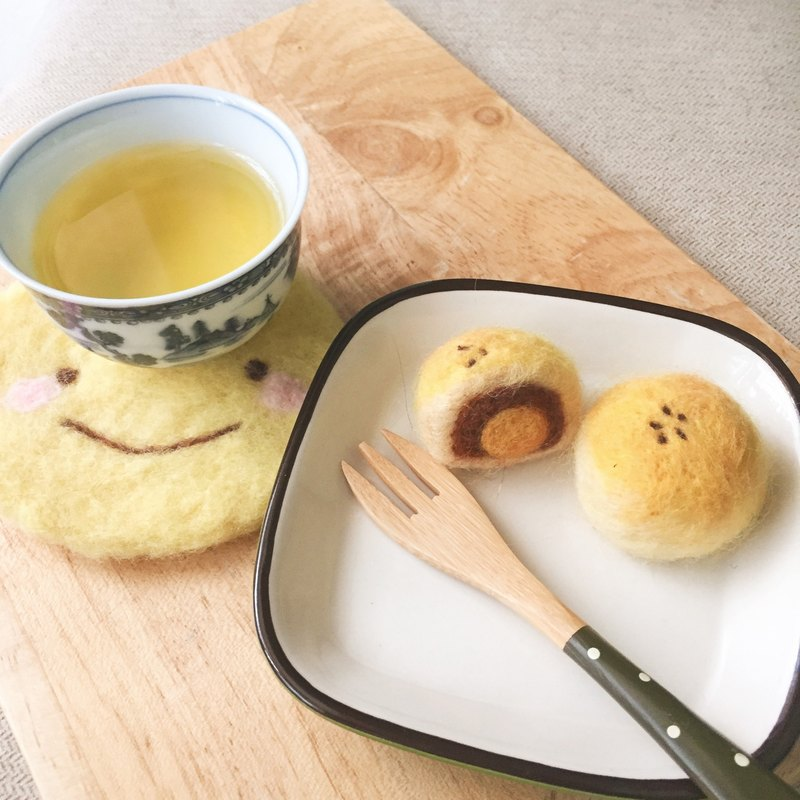 Moon cake bite a series _ egg yolk pastry charm