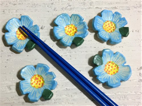 Striped sky blue flower shaped chopsticks shelf_Ceramic chopsticks shelf