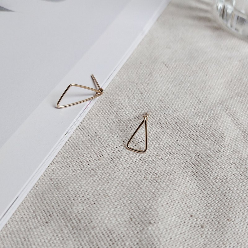 May pick up the triangle function asymmetrical 14k gold earrings pair
