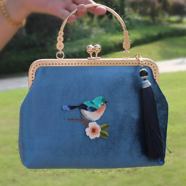 On the new first 50% off) mouth gold package cheongsam bag Messenger bag embroidery bird iphone phone bag phone bag oblique bag bag bag birthday gift square blue