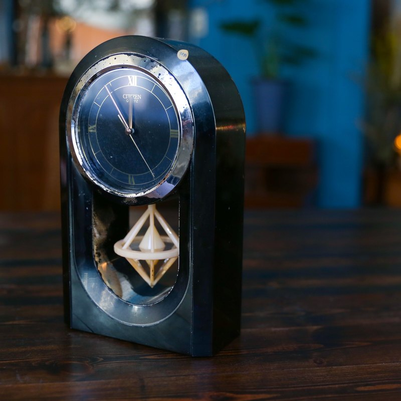 SECLUSION OF SAGE / CITIZEN black pendulum timepiece